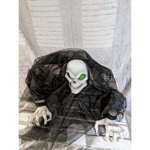 Green hanging demon static Halloween prop